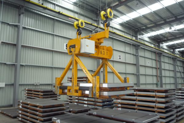 Sheet Stack Lifter with Slewing Gear