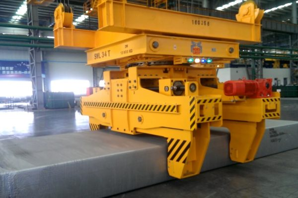 Motor-driven Slab Tongs with Slewing Gear