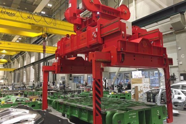 Werkzeuggreifer elektro-motorisch verfahrbar